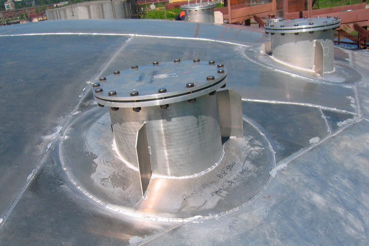 Aluminum dome roofs for tanks without a pontoon